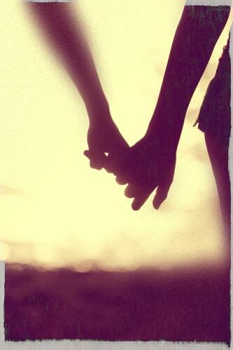 holding-hands_Melissa_Fjorton