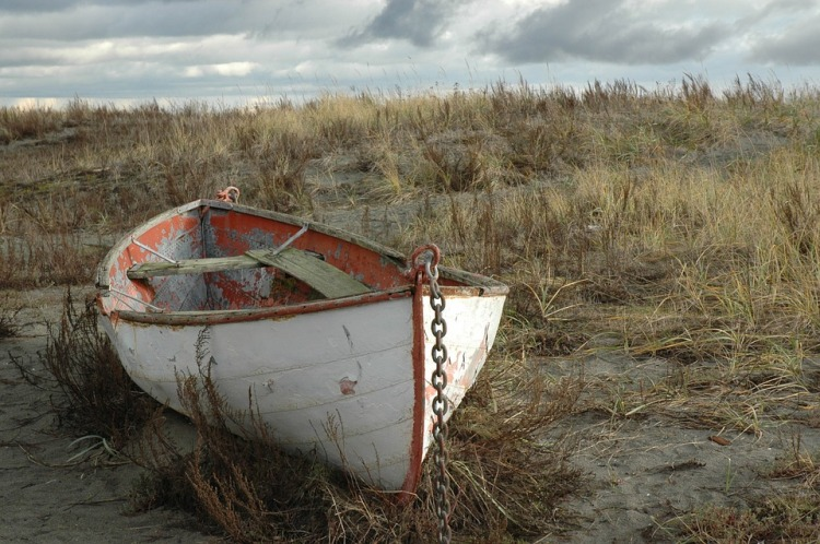 weathered-rowboat-1054173_960_720